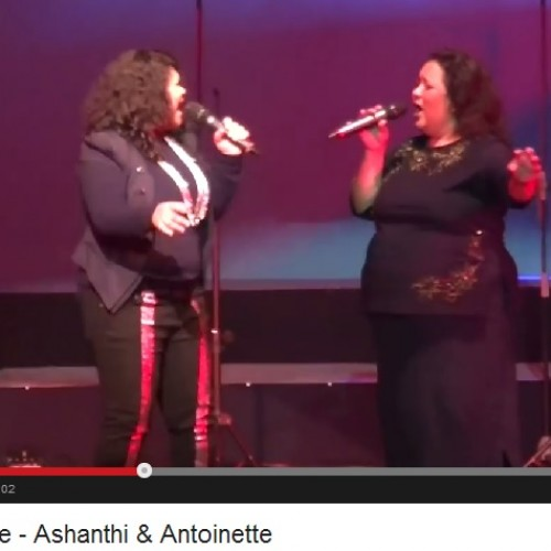 Rare Moments: Ashanthi De Alwis & Her Mum Onstage